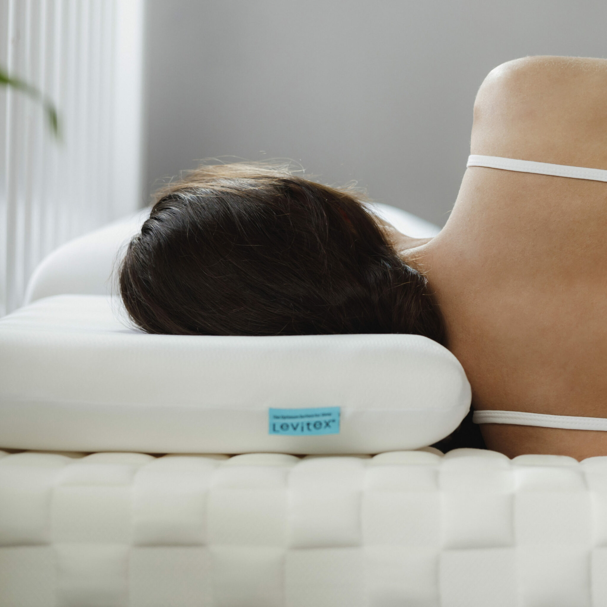 woman with an optimised sleep posture